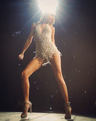 When you're front row for T-Swift ...